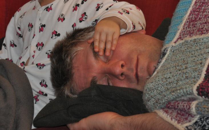 Mobile Familienmassage Jena - Papa müde
